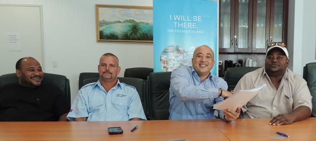 Port St. Maarten Chief Executive Officer Mark Mingo (center) congratulating UFA Vice President Raffael Arrindell (right).