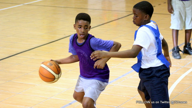 Jeuly Gumbs1 of MLK looks to score-001